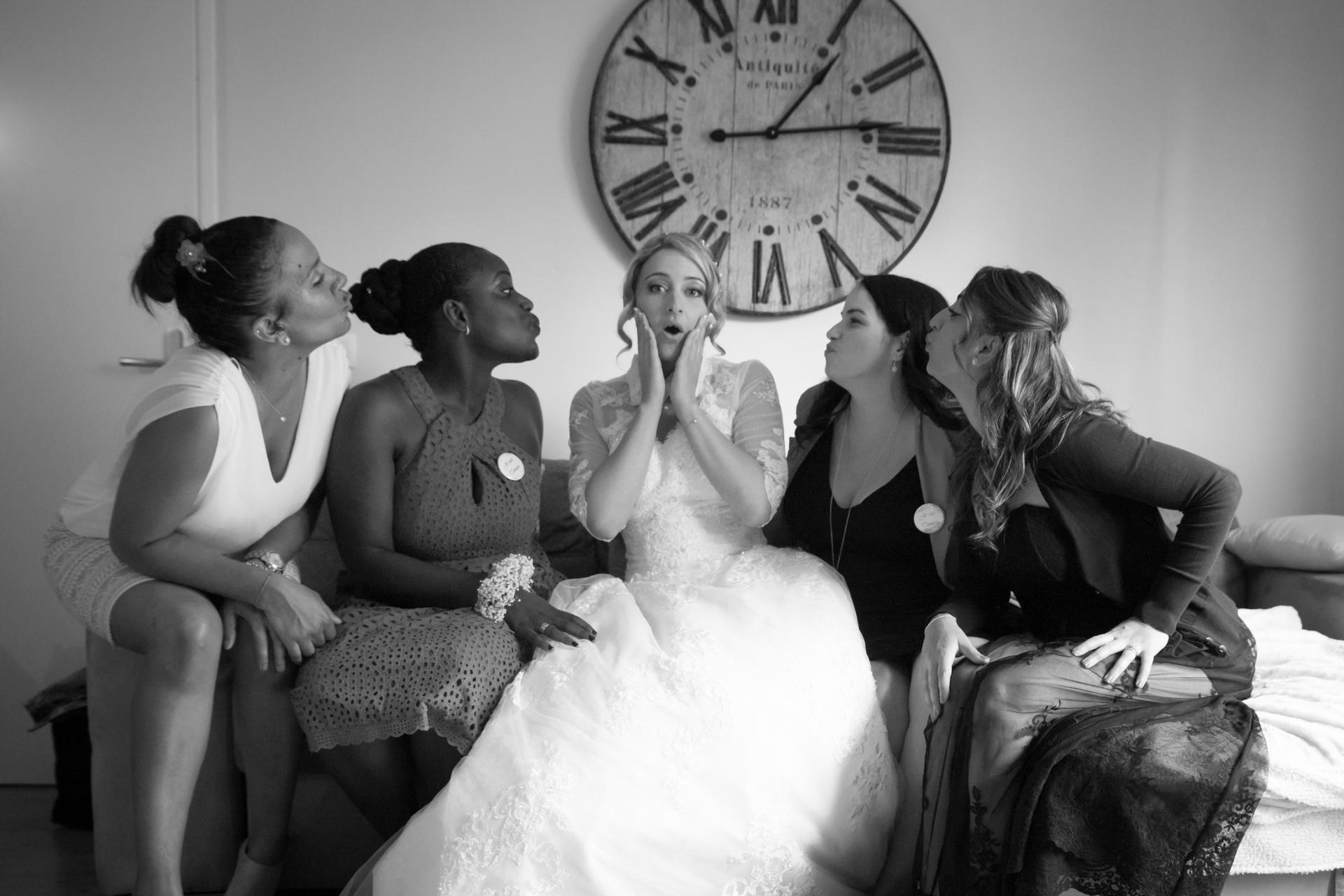 Photographie mariée avec ses témoins