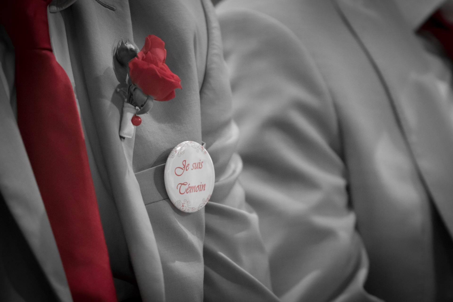 Photo noir et blanc et rouge mariage