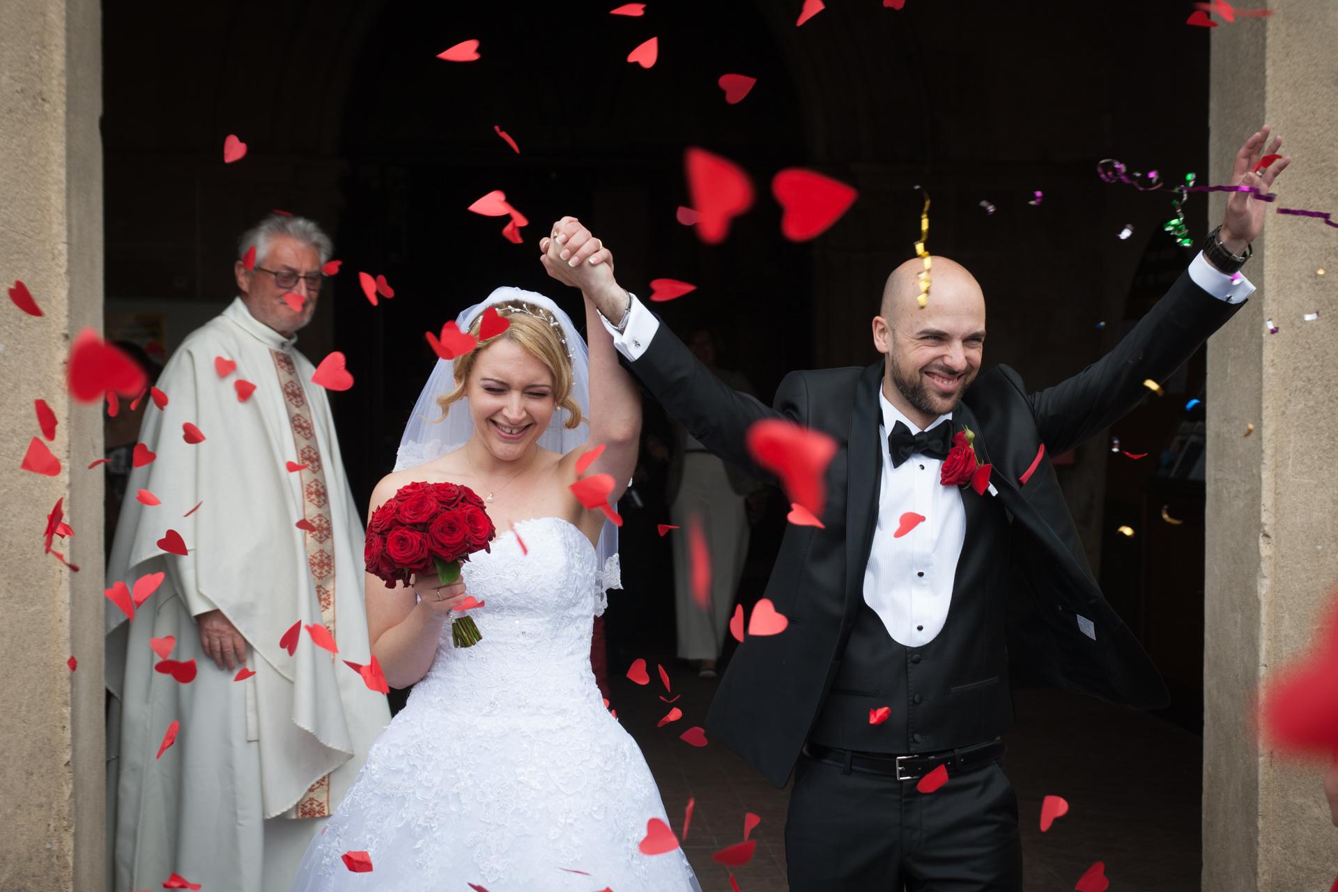 Mariés sortant de l'église
